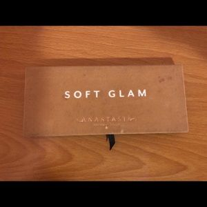Authentic Soft Glam eyeshadow